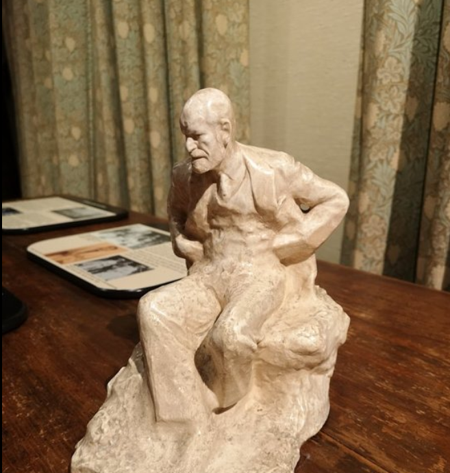 Freud' s Statue